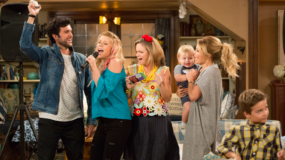we got you dude a sneak peek at 10 upcoming fuller house