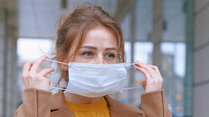 6 Reasons Why Women Are in No Hurry to Go Without Masks